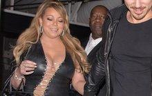 S kily navíc si každá žena poradí jinak. Některé se s nimi prostě smíří a přizpůsobí šatník tak, aby skryly nedostatky a podtrhly přednosti. Jiné se jich pokoušejí zbavit. A asi jen jedna žena na světě dokáže obojí současně! Zpěvačka Mariah Carey (47)...