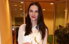 Co se vzhledu týká, Iva Frühlingová (35) byla vždy velmi konzervativní. Módním trendům nepodléhala a roky nosila tmavě hnědé dlouhé vlasy. S tím je konec!