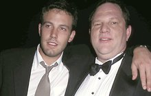Kauza sexuálního harašení a zneužívání hereček nabírá děsivých rozměrů. Když zvrhlého producenta Harveyho Weinsteina (65) odsoudil herec Ben Affleck (45), vrátilo se mu to jako bumerang. Ozvala se řada žen, podle nichž se choval úplně stejně!