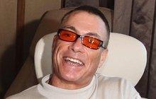 Tomu neuvěříte: Jean-Claude Van Damme (53) tajně vymetá pražské bary!