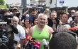 Jiří Kajínek opustil dnes ve 13:40 rýnovickou věznici. Přivítal se se svými fanoušky a pak předstoupil před novináře.