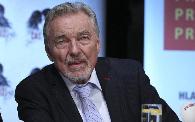 Nerad mluví o minulosti! Tentokrát to ale Karlu Gottovi (77) problém nedělalo. Zpěvák v otevřeném rozhovoru promluvil mimo jiné o tom, jak ho zachránil poslední komunistický prezident Československa Gustáv Husák (†78).