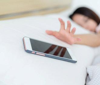 Návod na spánek v době facebooku