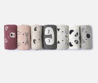 Barevné ponožky proti módní šedi