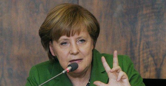 Třikrát a dost? Angela Merkel a další z jejích gest při návštěvě Prahy