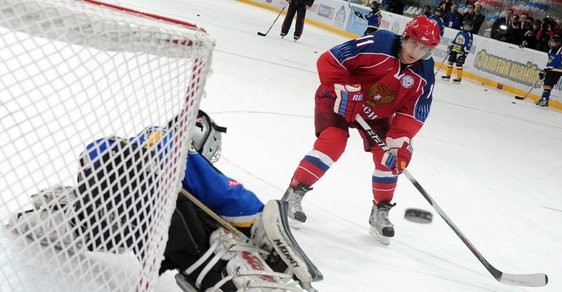 Vladimir Putin našel další talent: vstřelil gól v hokejovém zápase. Připomeňte si všechny jeho supervlastnosti