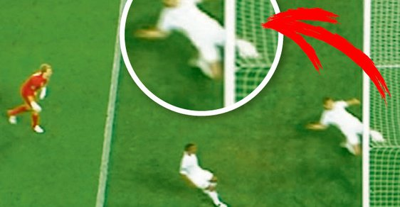 Byl to gól? Rozhodčí podle dostupných záběrů upřeli Ukrajině regulérní gól