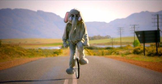 Z videoklipu kapely Coldplay Paradise