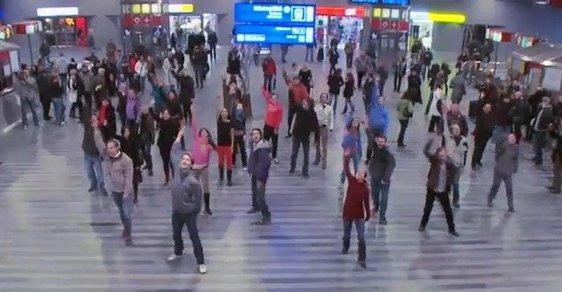 Flashmob na pražském hlavním nádraží