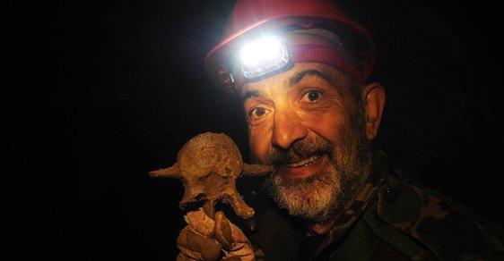 Jiří X. Doležal u dvou pozoruhodných nálezů: Objevili jsme kostru lva a jednoho živého obrozeneckého kantora