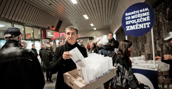Omluva? Ze soudního jednání osvé spolupráci sStB se Andrej Babiš omluvil pro zaneprázdněnost– vPraze rozdával voličůmkoblihy