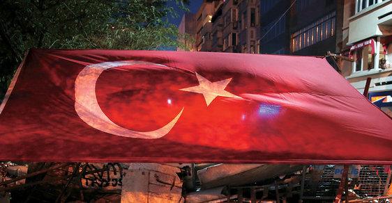 protivládní  protesty v Turecku,  červen 2013 Oceněná série fotografií  v kategorii Aktualita