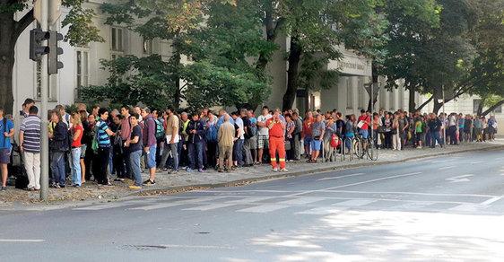 Září 2014 vPraze. Fronty na kotlíkové dotace se stávají českou tradicí