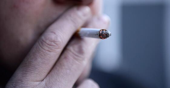 Ani po mrtvici spousta pacientů kouřit nepřestane.