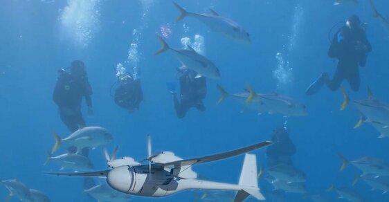 Boeing patentoval nový dron, který se může přeměnit v ponorku