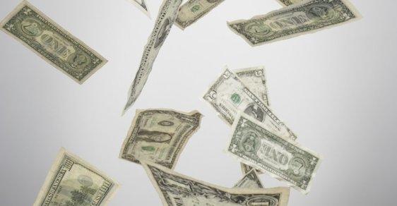 Americká burza ztratila 3,5 biliónu korun, rubl je nejslabší v historii