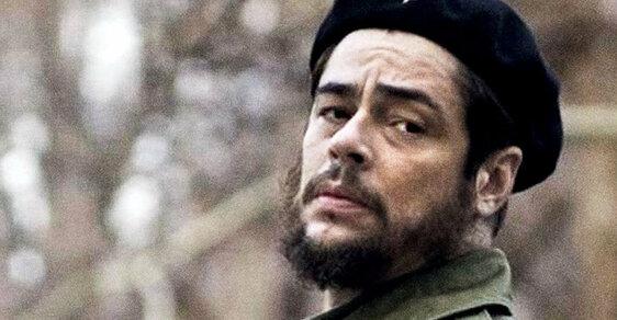 Che Guevara (2008) Celkem 257 minut oargentinském doktorovi, jehož portrét nosí natričku už několikátá generace. Del Toro má zaněj cenu zCannes.