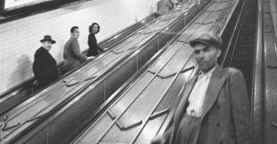 Mladý Stanley Kubrick zachytil na fotkách atmosféru newyorského metra po roce 1945