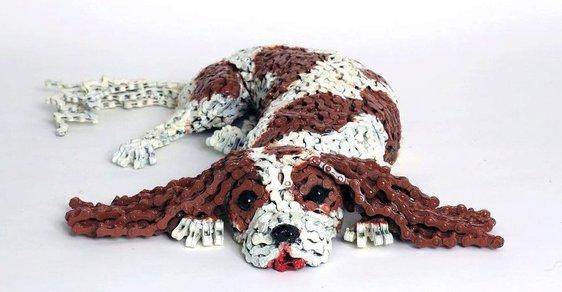 Psi z (re)cyklo řetězů vypadají jako živí
