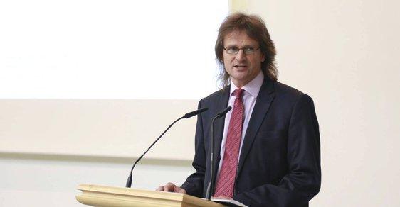 Děkan Národohospodářské fakulty VŠE Miroslav Ševčík.