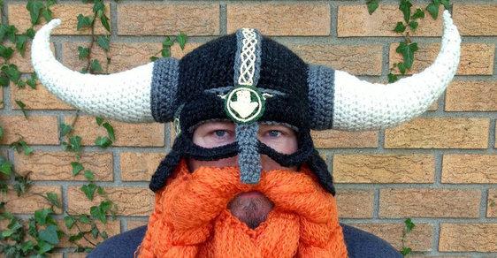 Čepice, která z vás udělá vikinga, ufona nebo vánoční stromek