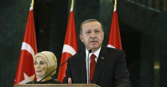 Islamizace Turecka? Předseda parlamentu byl i na Erdoğana moc horlivý