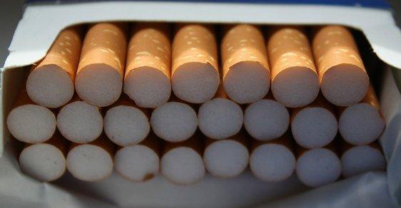 Stát chce lidí od kouření odradit, ale jejich peníze taky potřebuje.