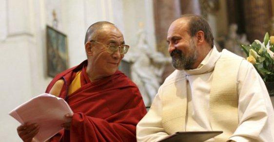 Dalajlama zradil sluníčkáře. Je to taky xenofobní flanďák
