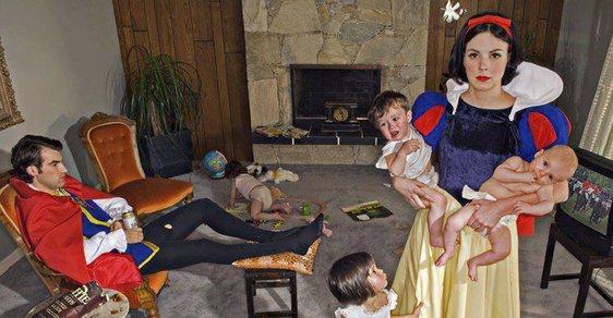"""Ariela v akvárku a Sněhurka s haldou fakanů. Fotografka odmítá koncept """"šťastně až do smrti"""""""