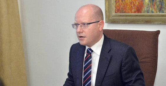 """Premiér a šéf vládní ČSSD Bohuslav Sobotka vyzval poslankyni své strany Pavlínu Nytrovou, aby se za své """"nemístné a urážlivé výroky"""" o homosexuálech omluvila."""