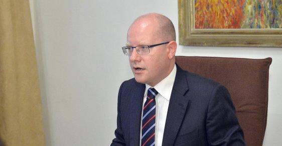 Premiér Bohuslav Sobotka aktivně komentuje dění na olympiádě v Riu, kolem kauzy Michala Haška však stále mlčí.