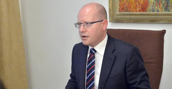 Sociální demokraté by uvítali spíše snížení daně z přidané hodnoty (DPH) u základních potravin než u čepovaného piva, uvedl premiér Bohuslav Sobotka.