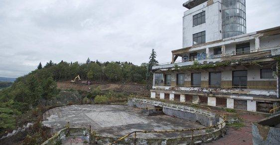 Slavné Barrandovské terasy procházejí rekonstrukcí, budova by se měla otevřít za tři roky