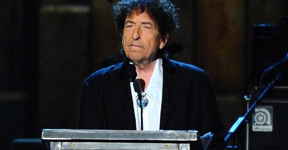 Dylan konečně okomentoval Nobelovu cenu, kterou dostal: Došla mi slova, řekl