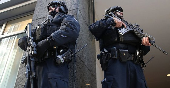 V New Yorku to vypadá jako za války: Hillary Clintonovou i Donalda Trumpa chrání malá armáda