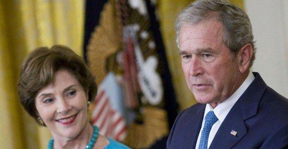 Bývalý šéf Bílého domu George W. Bush s manželkou Laurou.