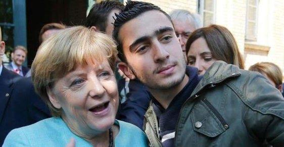 Nejsem zločinec, tvrdí uprchlík, který se kdysi vyfotil s kancléřkou Merkelovou.