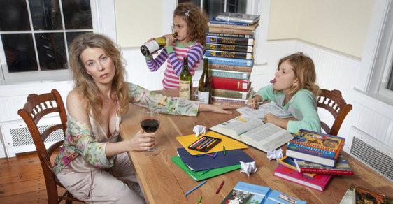 Susan Copich je herečka a matka dvou dcer žijící v New Yorku. Proslavila se fotografiemi, které údajně ukazují rodinou realitu.