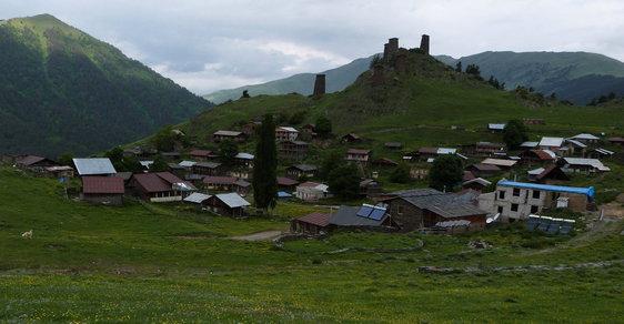 Krajina kamenných věží láká do gruzínského Thušska, na oživení se podílejí i Češi