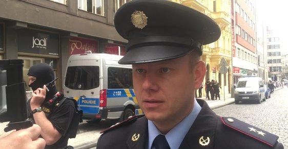 Přepadení obchodu v centru Prahy. Po střelbě zůstávají dva zranění