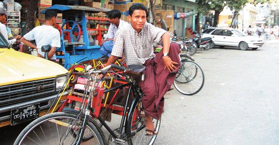 Zaprášený klenot jménem Mandaláj. Druhé největší město Myanmaru je středem buddhismu v zemi