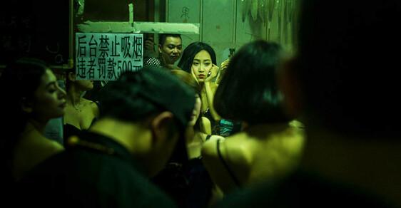Sex, drogy a nespoutaná zábava: Unikátní pohled do zákulisí čínských nočních podniků
