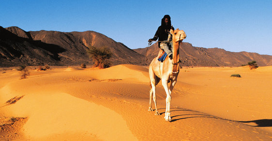 """Objevování Alžírska: Koncert pro pět smyslů. To je """"království dun"""" zvané Sahara"""