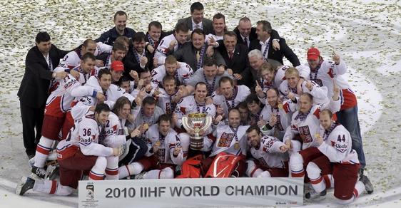 Čet hokejist se stali mistry světa