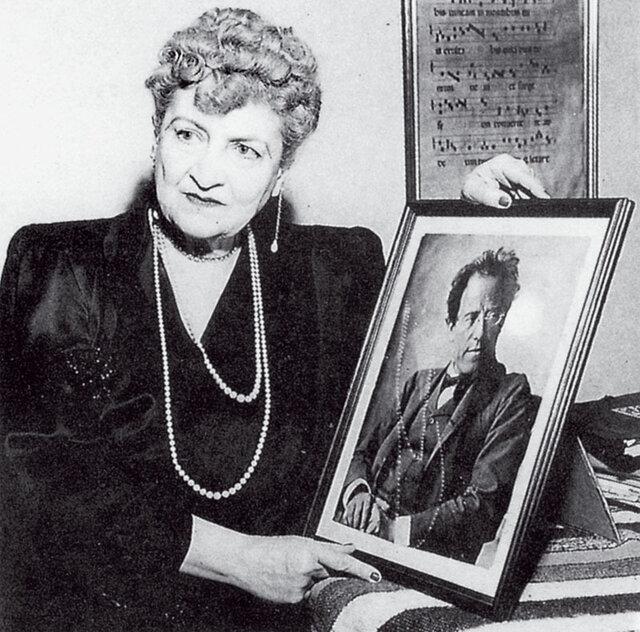 Skladby Gustava Mahlera v říjnu opět rozezvučí Rudolfinum. Krása jeho manželky pak před sto lety rozechvívala srdce kulturních velikánů.