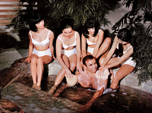 Sean Connery jako agent 007 v obležení ňader v bondovce Žiješ jenom dvakrát z roku 1967