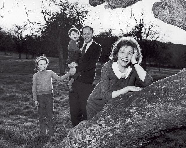 Roald Dahl se svou první manželkou, herečkou Patricií Nealovou. Držitelka Oscara, dvou cen BAFTA, Zlatého glóbu i Tonyho zemřela letos 8. srpna na rakovinu plic.