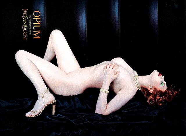 Spisovatelova vnučka Sophie Dahlová, kdysi žádaná modelka a dnes herečka a uznávaná spisovatelka, se válí na černém sametu v reklamě na parfém Yvesa Saint-Laurenta Opium. Reklama byla roku 2000 v Británii stažena z billboardů.