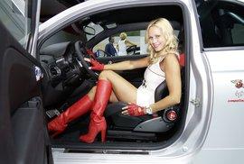 Ženy parkují hůř než muži, je to potvrzené. Jak to umíte vy?