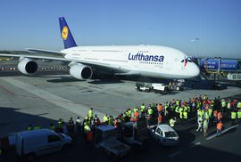 Airbus A380 na letišti v Ruzyni